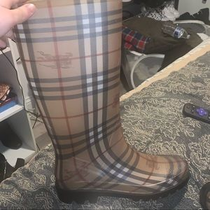 some burberry rain boots never worn. size 7.